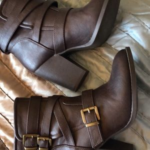 BRAND NEW Just Fab booties., sz 8.5